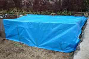 堆肥置き場の雨避けシート
