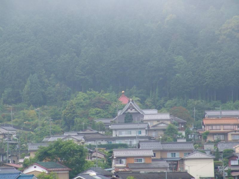 画像3(ホテルから見えるお寺)