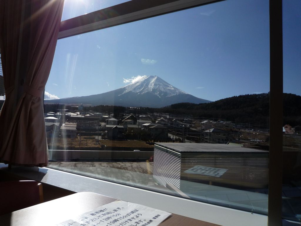 画像3(デイルームから見た富士山)