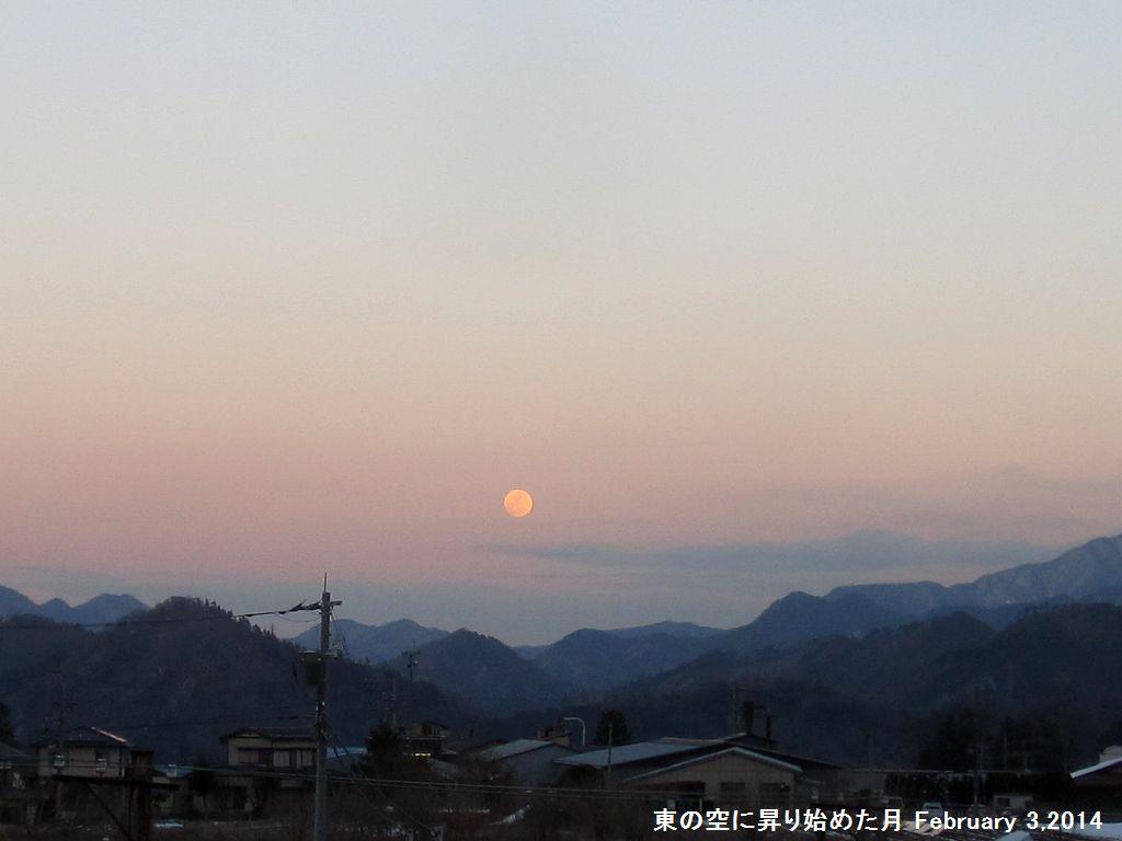 画像2(東の空に昇り始めた月)
