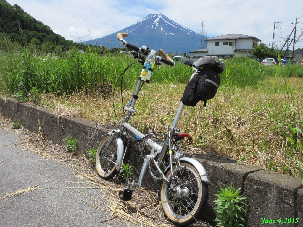 画像7(急な坂の上の富士山)