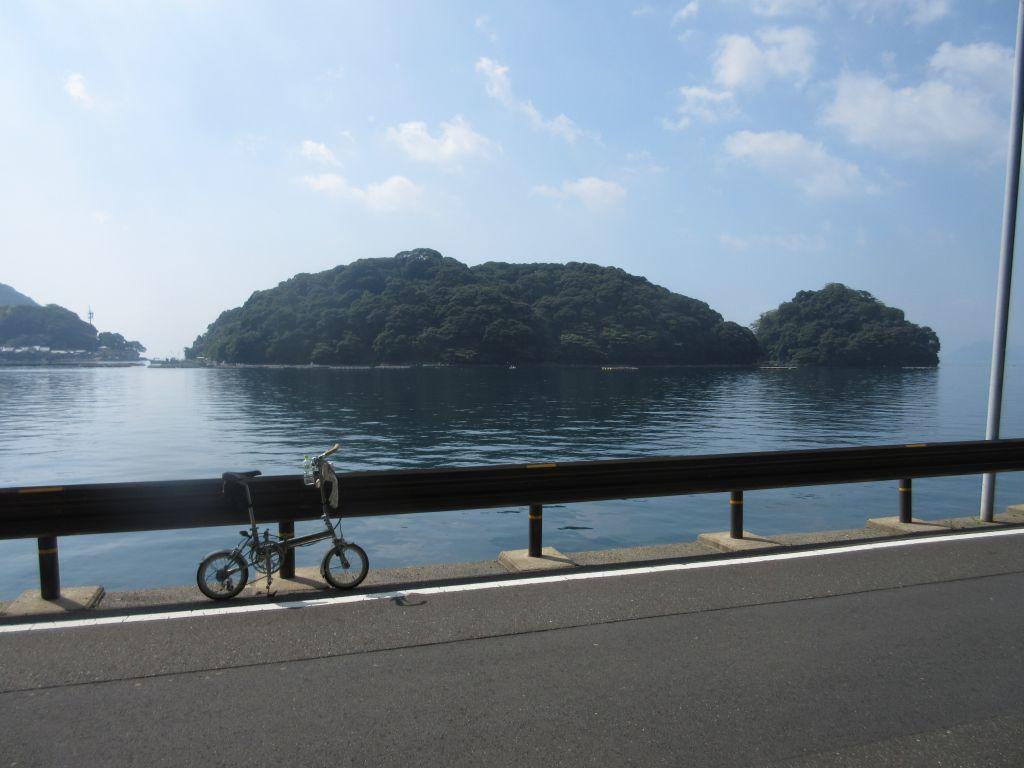 画像13(反対側から見た伊根湾の亀島)