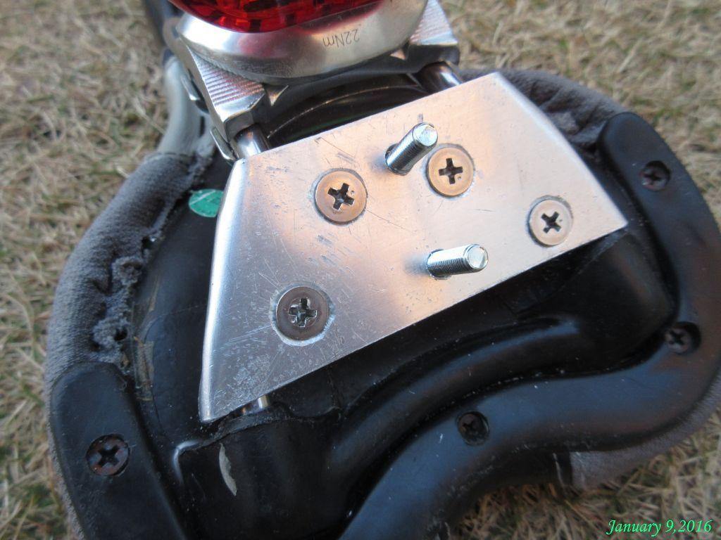 画像3(立て金具を取り付けるボルト)