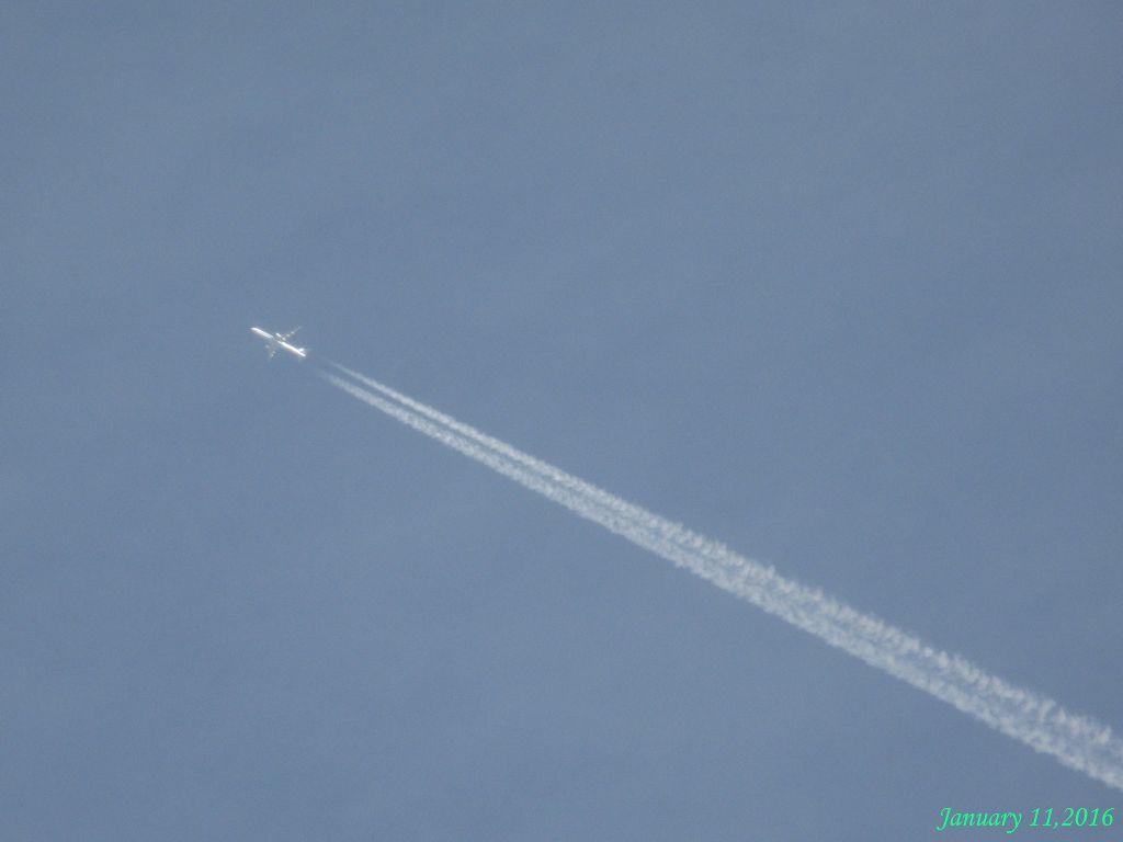画像1(ジェット機と飛行機雲)