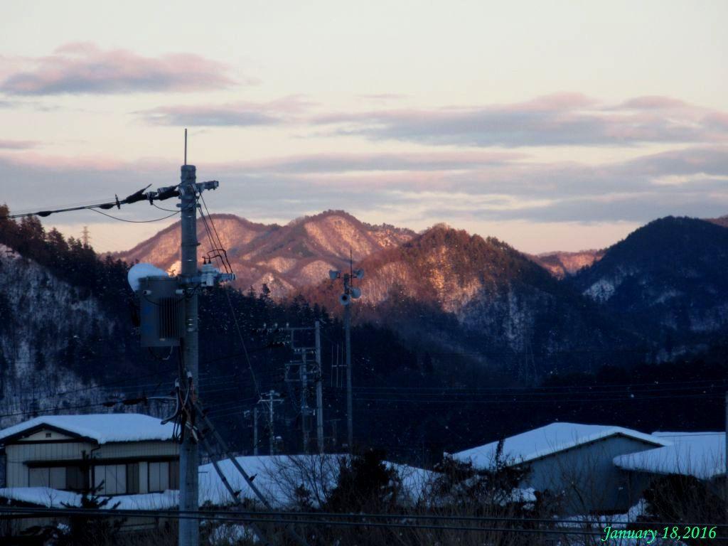 画像10(夕日に染まった雪山17時頃)