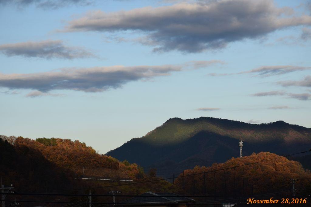 画像1(近くの山)