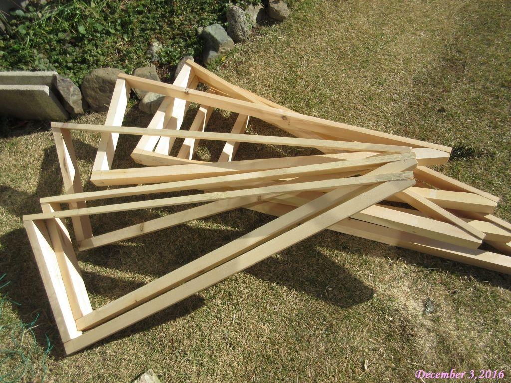 画像2(雨よけ屋根の木枠)