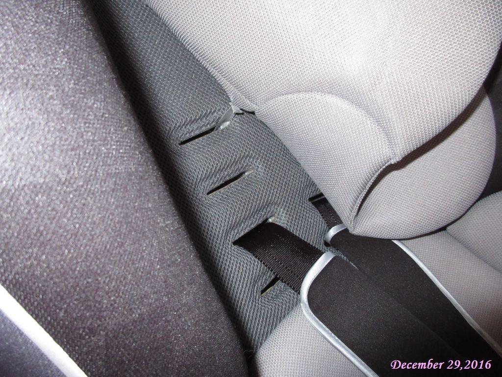 画像11(チャイルドシートの肩ベルト)