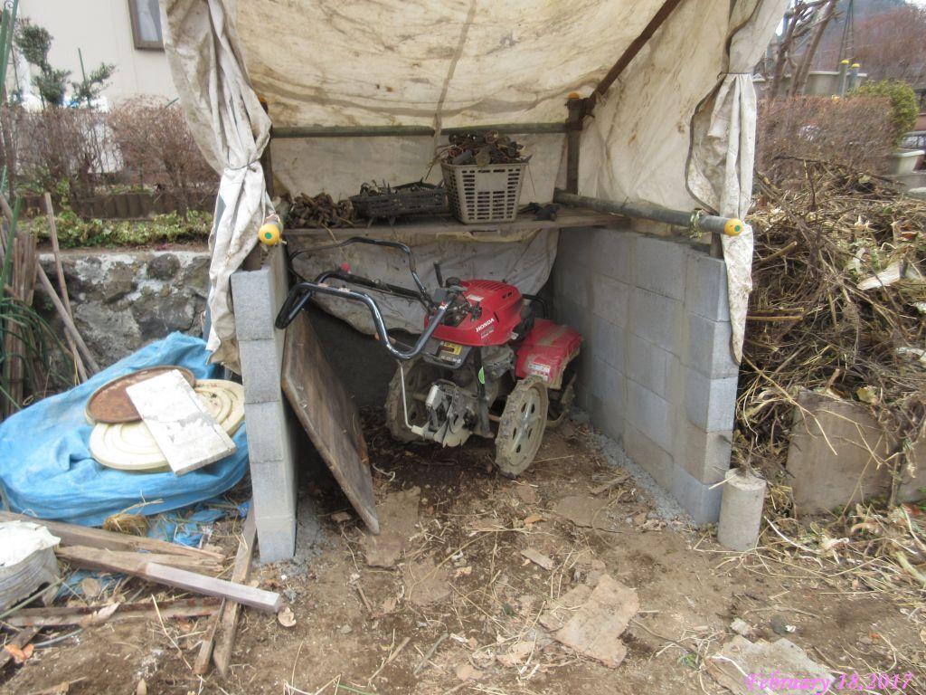 画像5(資材置き場のテント張り)