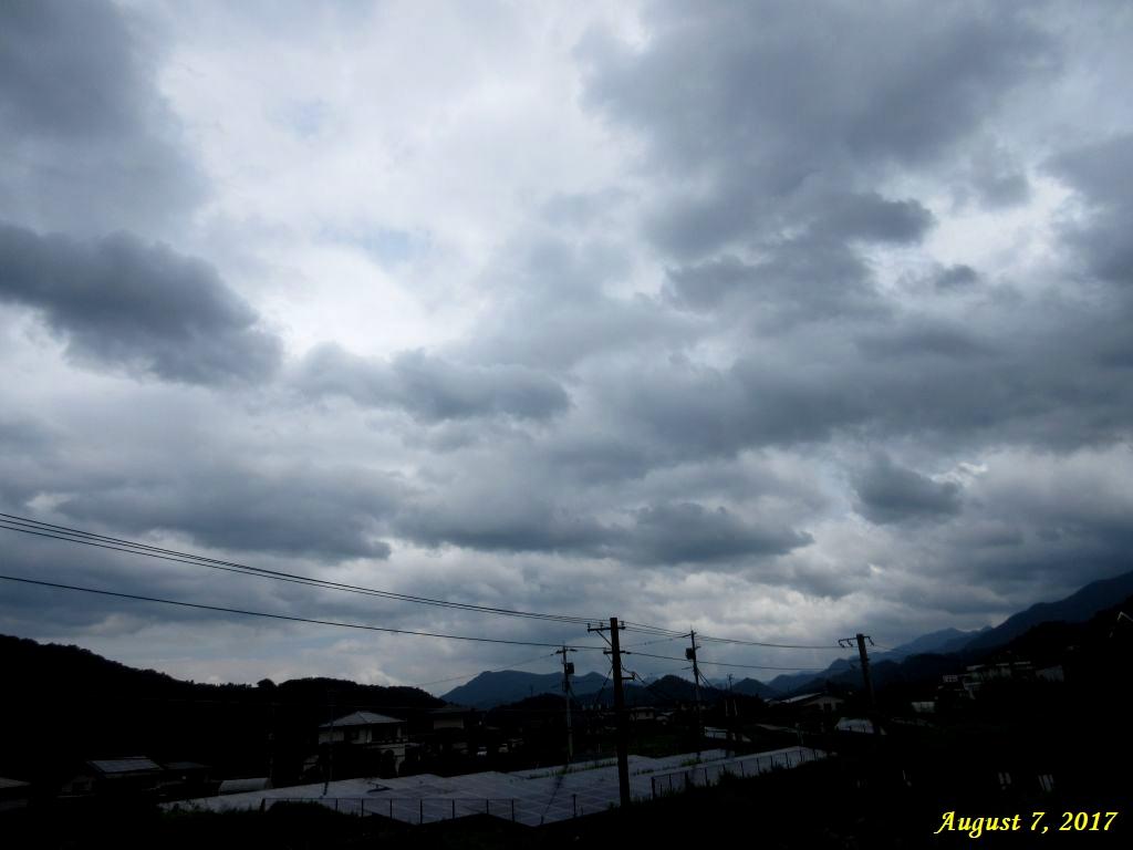 画像1(台風接近前の空)