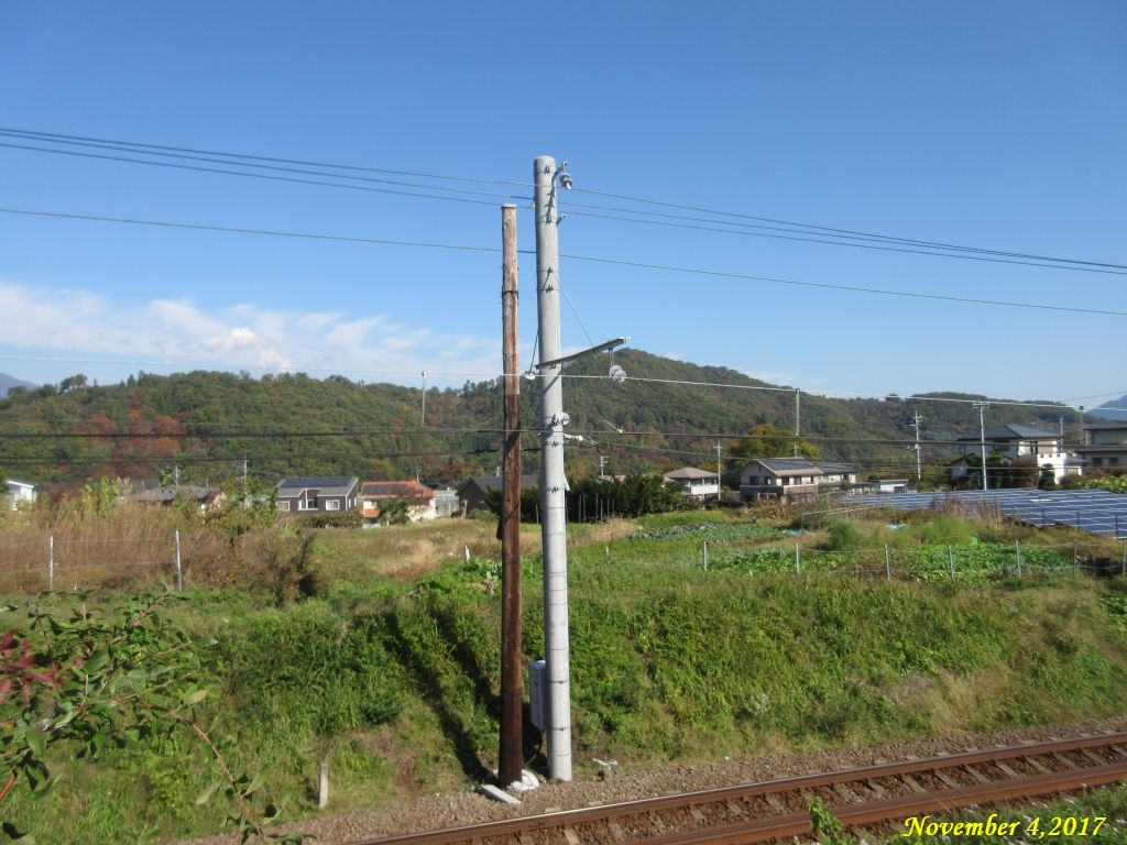 画像12(富士急行線の電柱)
