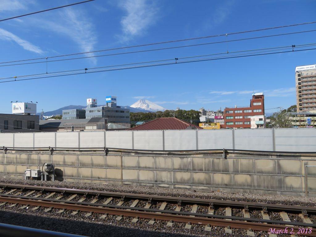 画像3(三島駅新幹線ホームから見た富士山)