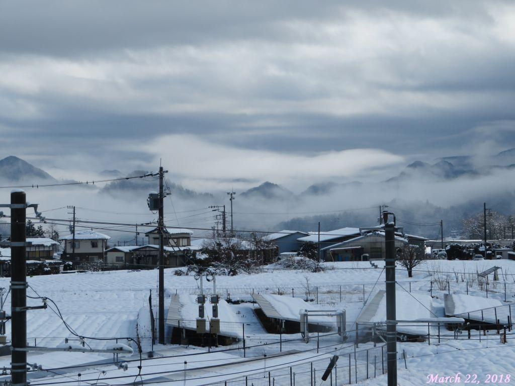 画像1(近くの山々)