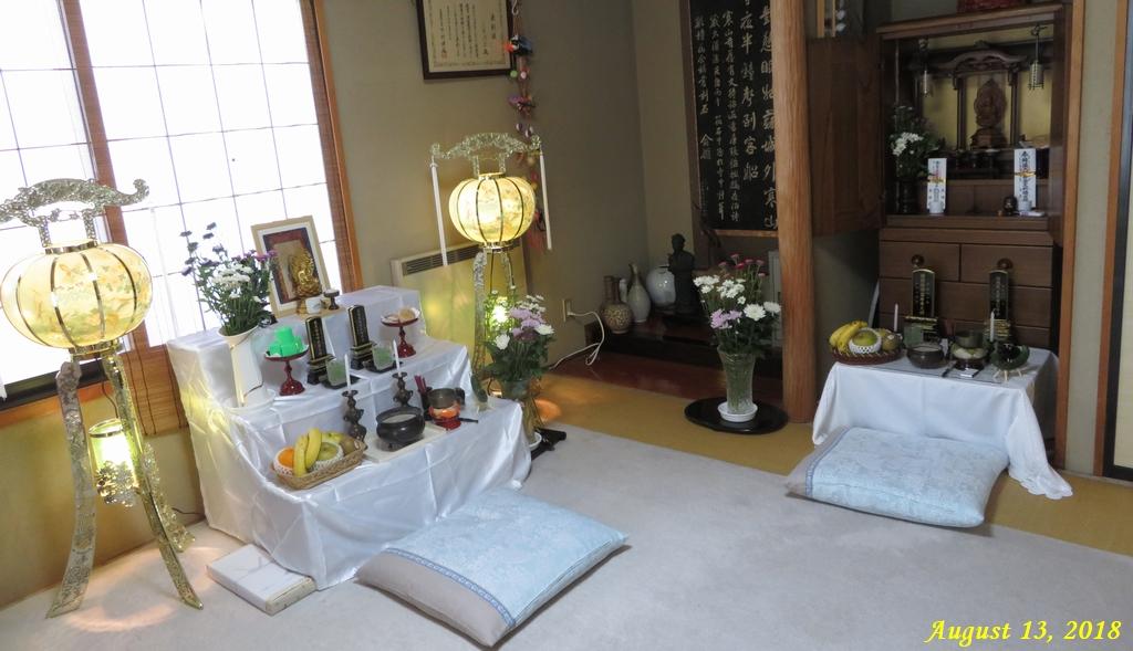 画像1(祭壇と仏壇)