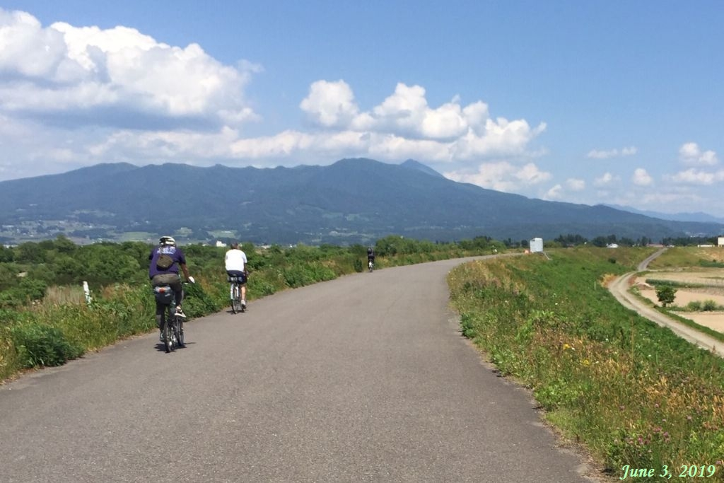 画像33(喜多方から会津若松への川沿いの道)