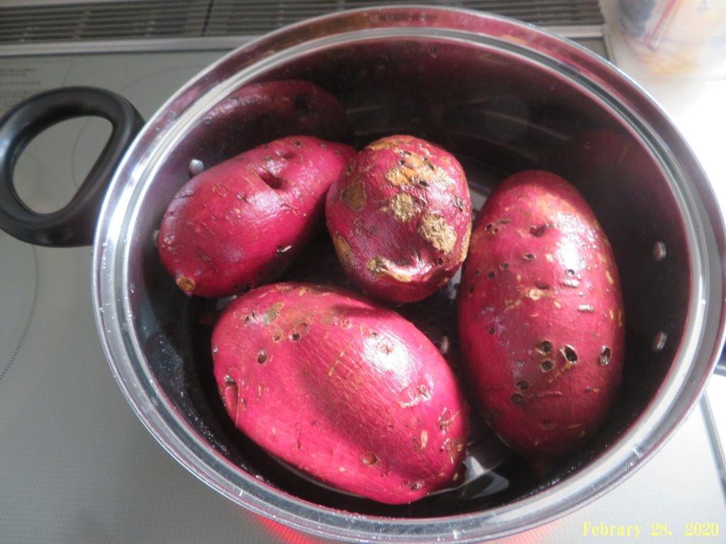 画像4(サツマイモを蒸かす)