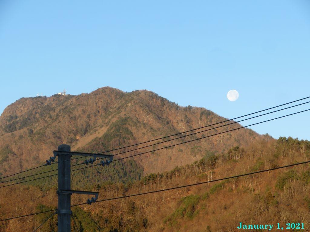 画像2(三つ峠と月)