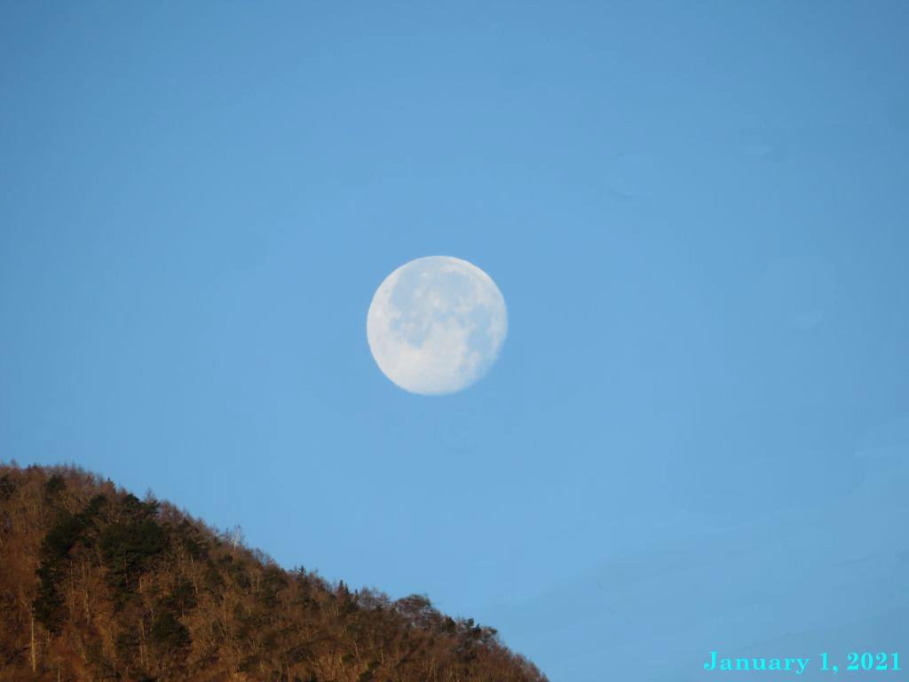 画像4(三つ峠と月)