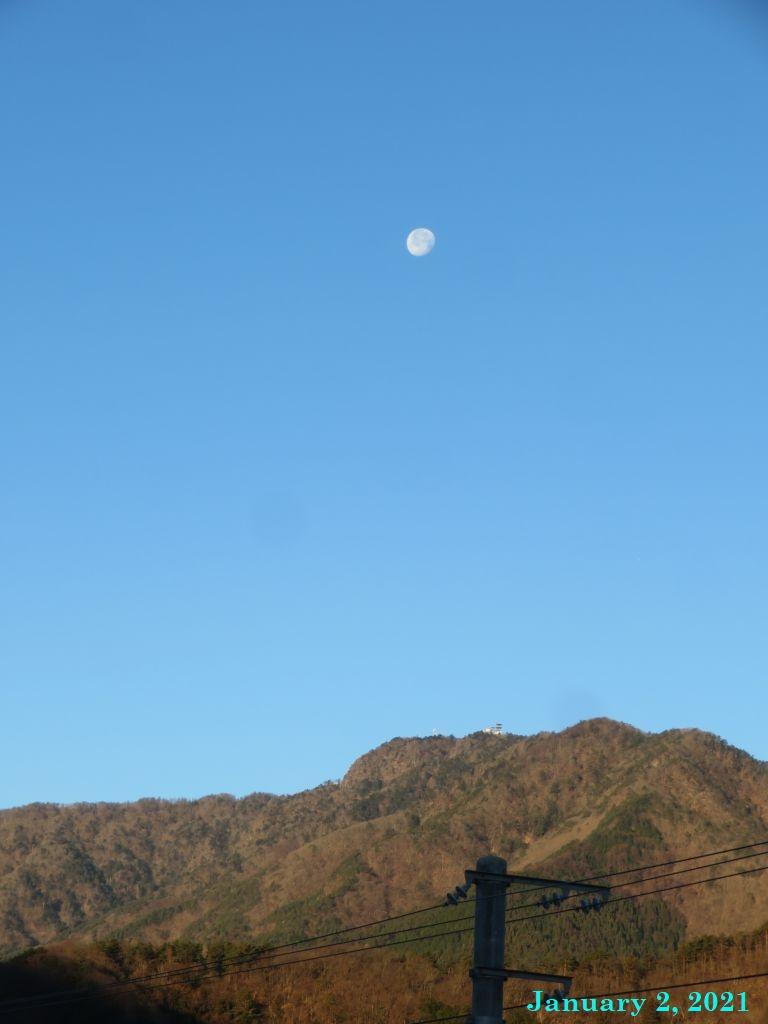 画像1(三つ峠と月)